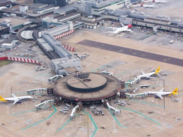 Общество: Лондонский аэропорт Гатвик приостановил отправку и прием рейсов из-за технического сбоя