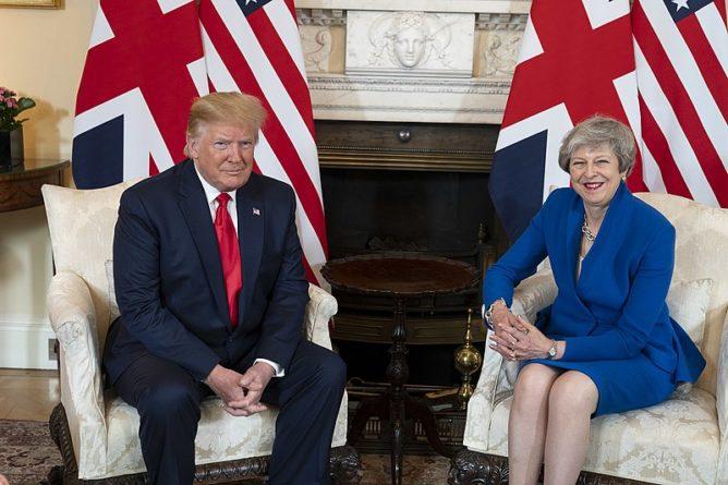 Общество: Тереза Мэй поддержала британского посла в США на фоне скандала с Дональдом Трампом