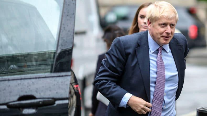 Общество: Британцы протестуют против политики Джонсона