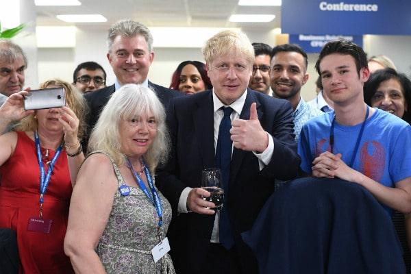 Общество: У Великобритании появился новый премьер-министр