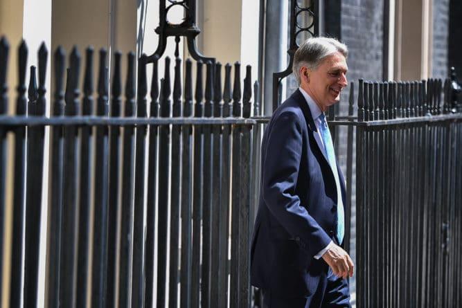 Общество: Министр финансов Великобритании подал в отставку после избрания Джонсона лидером консерваторов