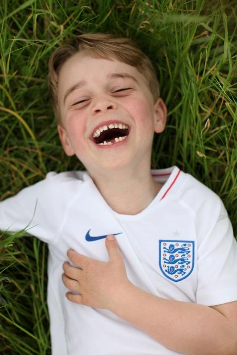 Знаменитости: Кейт Миддлтон опубликовала новые снимки принца Джорджа рис 3