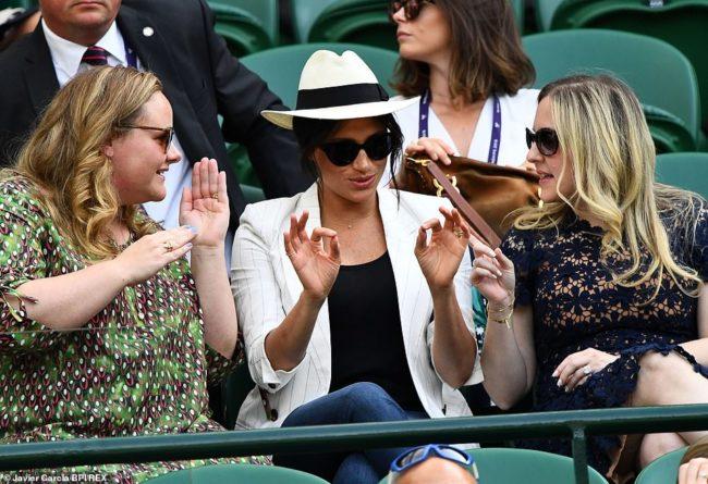 Общество: Меган Маркл станет вести колонку в Vogue