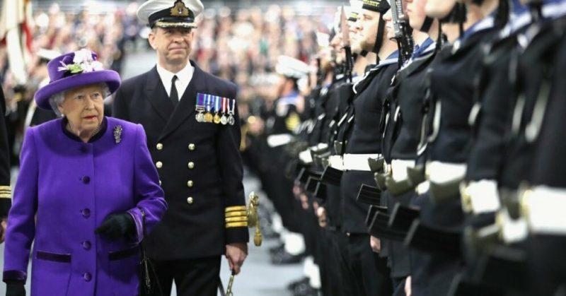 Общество: Королеву Британии хотят заставить править. Такого не было 88 лет