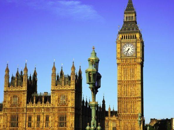 Общество: Великобритания собралась ввести санкции против Ирана после задержания танкера