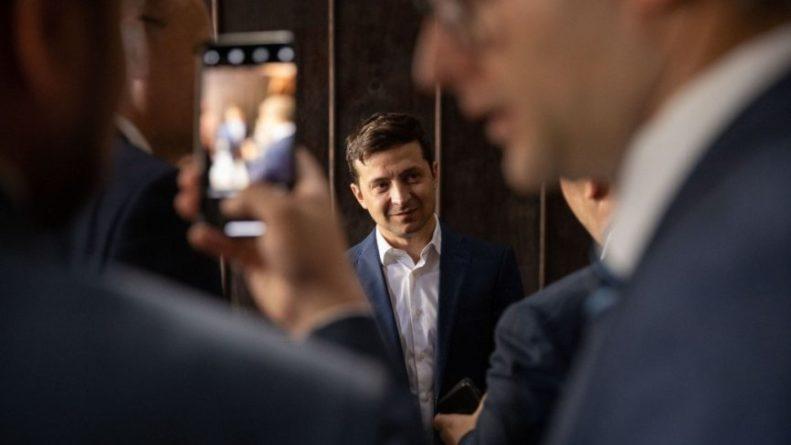 Общество: Экс-депутат Рады назвал фальсификацией результаты соцопроса о поддержке Зеленского