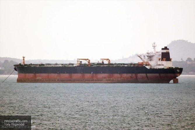 Общество: Британия работает над освобождением захваченных Ираном танкеров