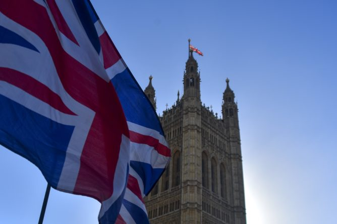 Общество: Британия предупредила Иран о возможных последствиях из-за задержания танкера