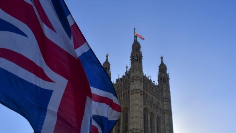 Общество: Британия собирается ввести санкции против Ирана из-за захвата танкера
