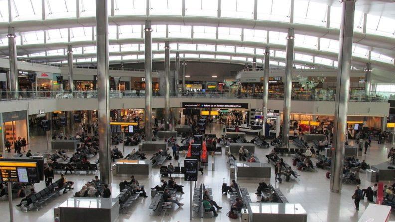 Общество: Россиян предупредили о сбоях в авиасообщении Италии и Великобритании