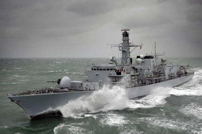 Общество: Второй военный корабль Британии прибыл в Персидский залив