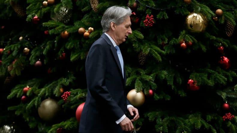 Общество: Глава минфина Британии уходит в отставку