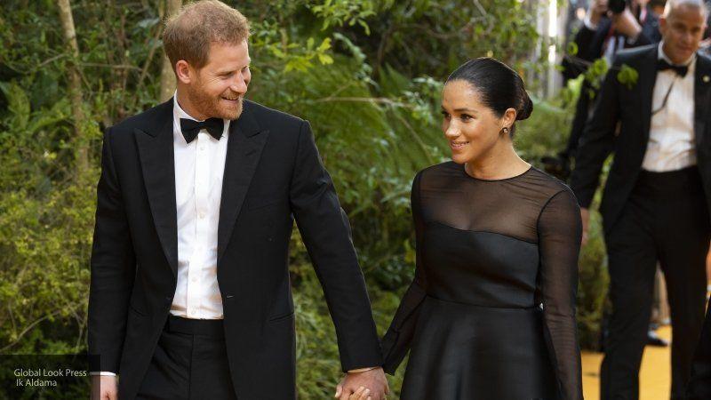 Общество: Британские экологи обвинили Меган Маркл и принца Гарри в лицемерии после поездки на Ибицу