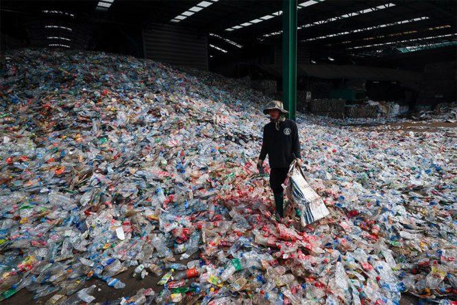 Общество: ВОЗ: частицы пластика в питьевой воде пока представляют «минимальную угрозу здоровью»