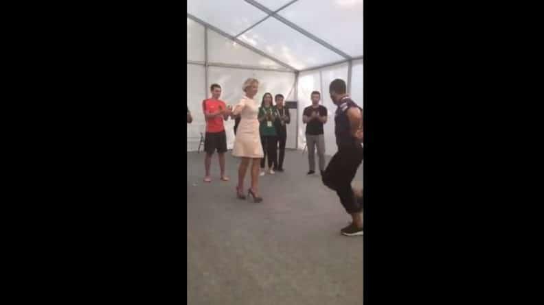 Общество: Появилось видео танцующей лезгинку Захаровой