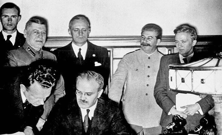 Общество: Пакт Молотова — Риббентропа: почему Москва пытается оправдать соглашение с нацистами? (The Guardian, Великобритания)