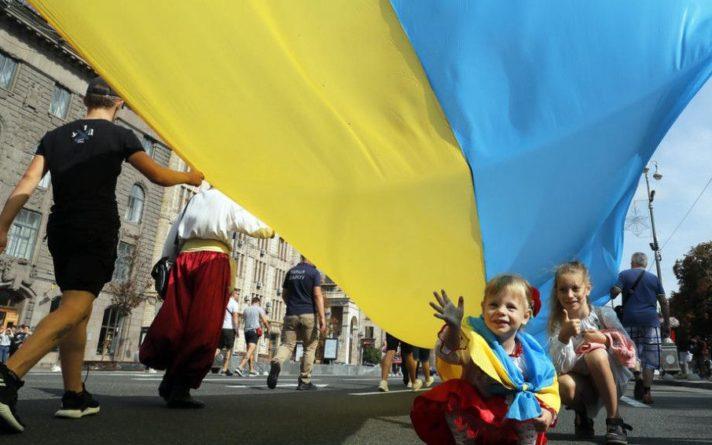 Общество: Украину с Днем Независимости и Государственного Флага поздравили американские и британские дипломаты