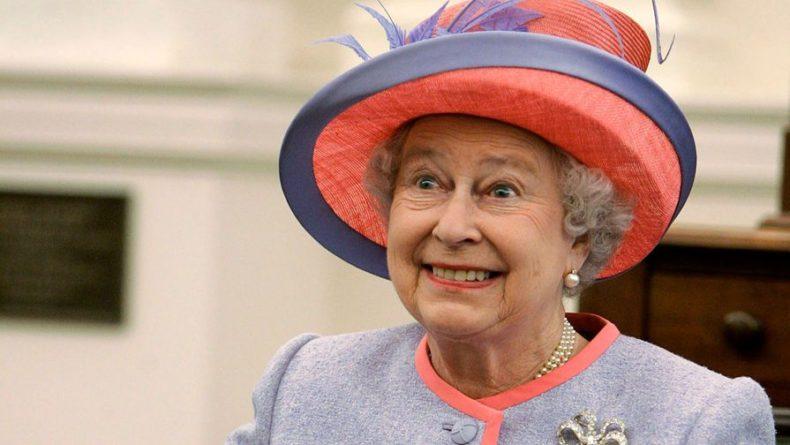 Общество: Елизавета II пожаловалась на Трампа, испортившего ее газон