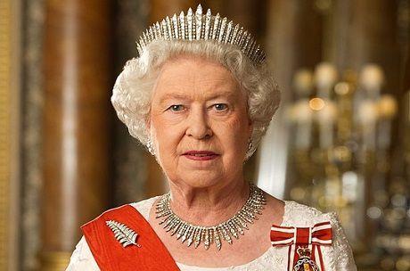 Знаменитости: В Великобритании королева остановила работу парламента: подробности