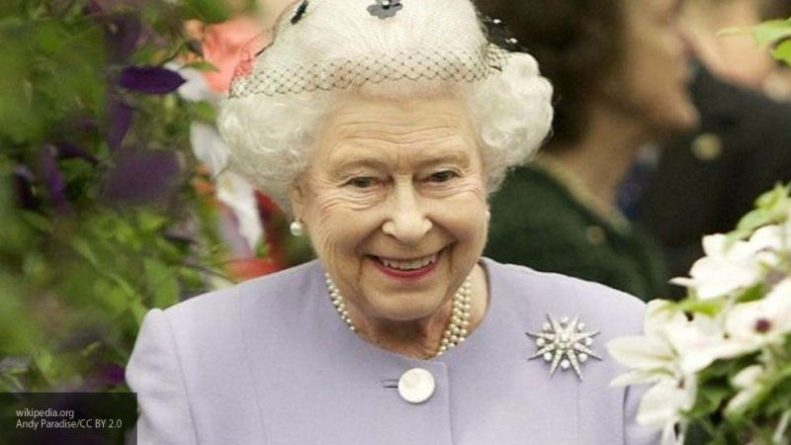 Знаменитости: Елизавета II разыграла не узнавших ее туристов из США