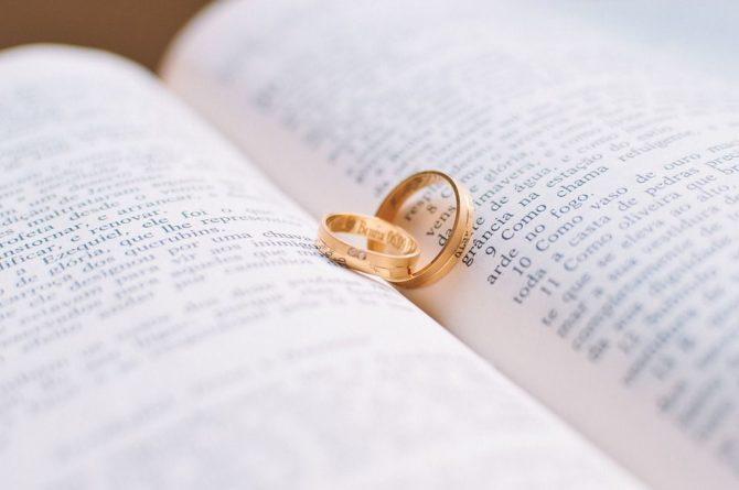 Общество: Оригинальная форма протеста: вышла замуж за... дерево - Cursorinfo: главные новости Израиля