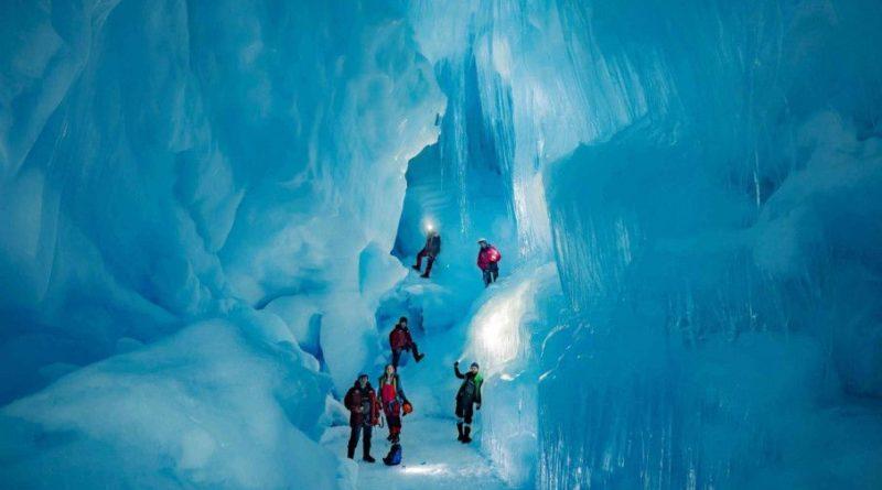Общество: Украинские полярники обнаружили в Антарктиде «затерянную» ледниковую пещеру