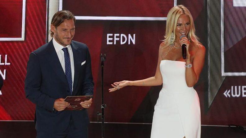 Общество: Тотти и Каррера вручили футбольные награды в Москве