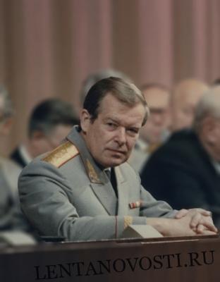 Общество: СССР развалили трое, а КГБ — один