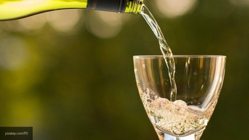 "Британия запаслась шампанским на случай дефицита напитка при ""жестком"" Brexit"