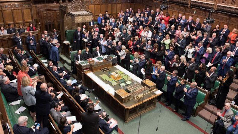 "Общество: ""Брексит"": оппозиция заподозрила обман"