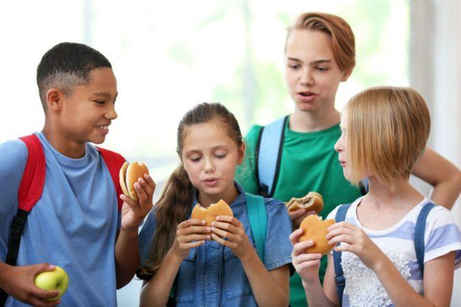 Общество: В Великобритании могут запретить продажу фастфуда рядом со школами