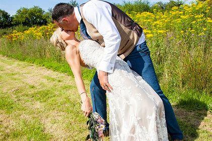 Общество: Женщина нашла применение свадебному платью вобычной жизни