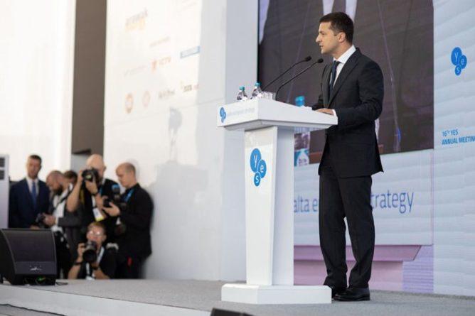 Общество: Зеленский без суфлера рассказал о санкциях против России