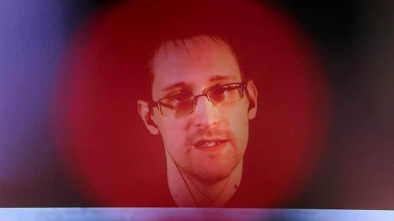 Общество: Сноуден заявил о желании получить убежище во Франции