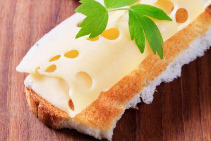 Общество: Редкая фобия заставила женщину жить наодном хлебе ссыром