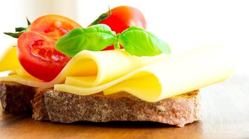 Происшествия: Британка вынуждена есть только сыр и хлеб из-за редкой фобии