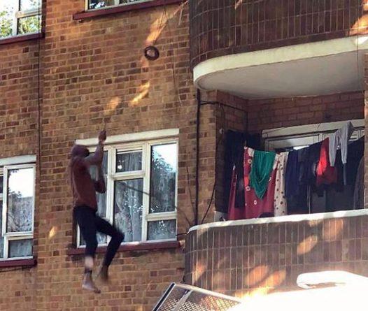 Общество: Мужчина вылез из окна по кабелю, пытаясь сбежать от полиции