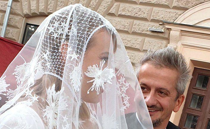 Общество: Daily Mail (Великобритания): «крестная дочь» Владимира Путина Ксения Собчак снова вышла замуж