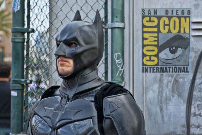 Общество: Сигнал Бэтмена появится на зданиях по всему миру