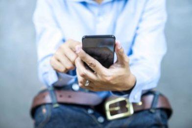 Общество: Врачи рассказали обопасностях использования смартфона втуалете