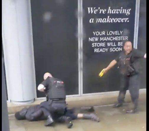 Общество: Неизвестный ранил ножом пятерых человек в торговом центре Arndale в Манчестере
