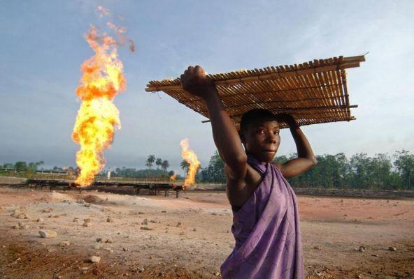 Общество: Нигерия раздумывает над компенсацией отнефтекомпаний на $62 млрд