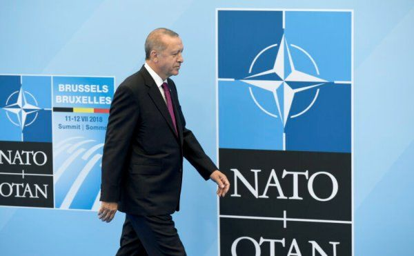 Общество: Эрдоган настаивает насделке сНАТО: обмен признаниями угроз