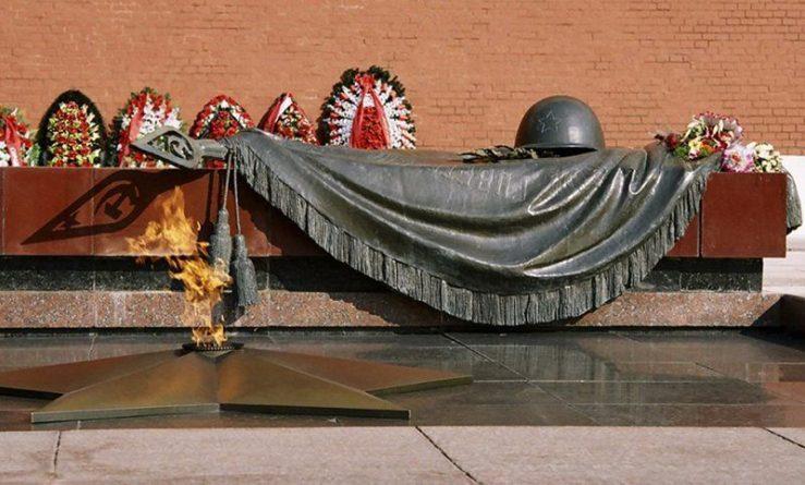 Общество: Календарь: 3 декабря - День Неизвестного Солдата