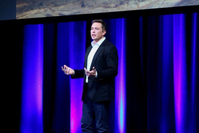 Общество: Илона Маска судят за клевету в США