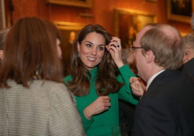 Общество: Кейт Миддлтон в ярком изумрудном платье блистала на торжественном приеме в Букингемском дворце (ФОТО)