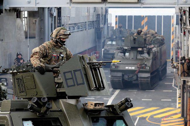 Общество: Чего хочет добиться НАТО политикой устрашения и диалога с Россией