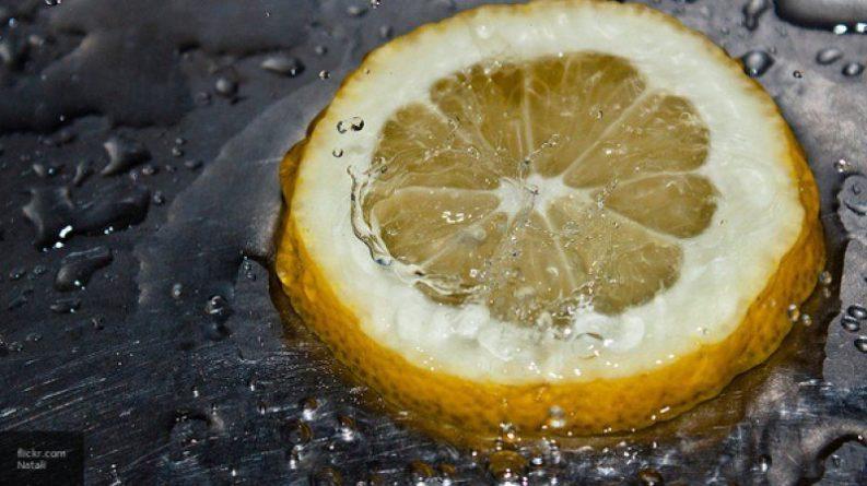 Общество: Диетологи рассказали, для кого опасен лимон
