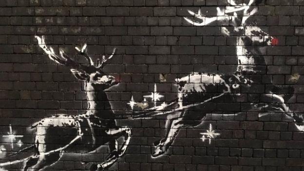 Общество: Бэнкси подарил Бирмингему рождественское граффити с бездомным Сантой