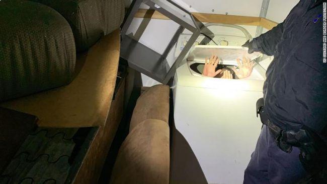 Общество: Китаец пытался попасть вСША встиральной машине